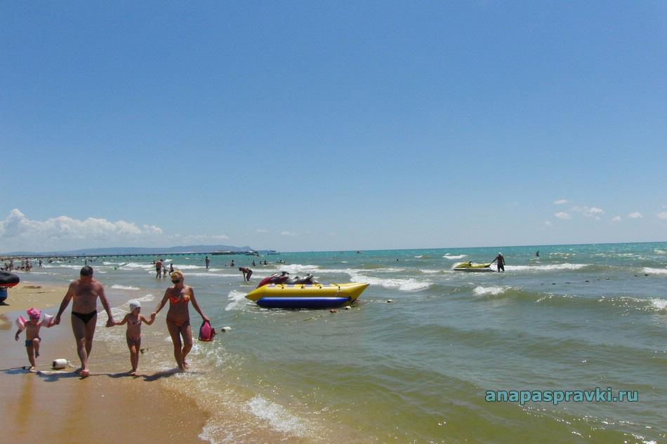Семейный отдых на пляже в Витязево