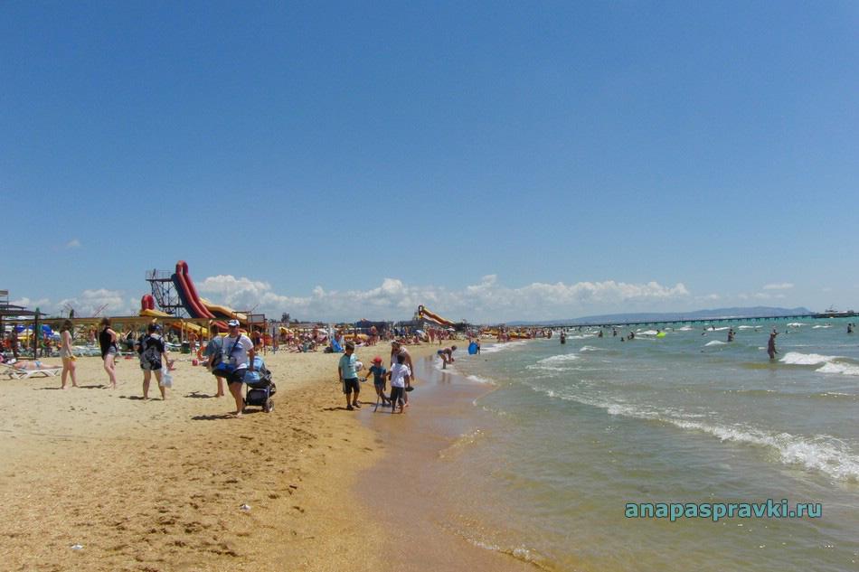 Песочный пляж в Витязево