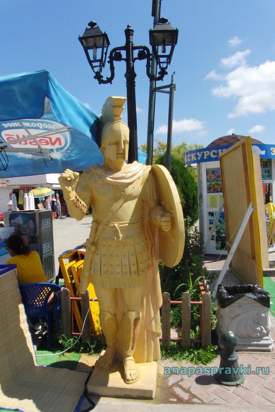 Декоративная статуя в греческом стиле в Витязево